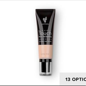 TOUCH MINERAL skin perfecting concealer
